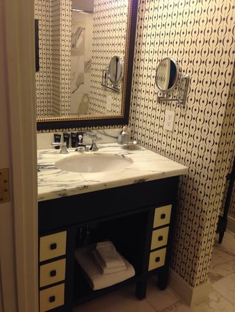 The Alexandrian, Autograph Collection: Vanity in bathroom