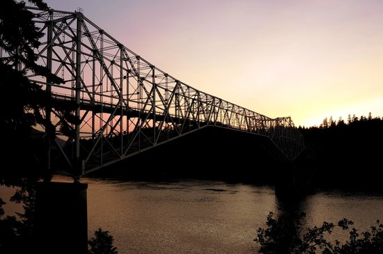 Bridge of the Gods : view at sunset