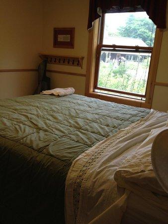 Joe Dodge Lodge: Joe Dodge Lodge, queen bed room