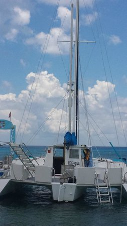 FE Catamaran Sail and Snorkel Cozumel: Our chariot for the day...