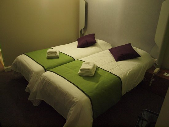 Kyriad Carcassonne Ouest - La Cite: room on the top level