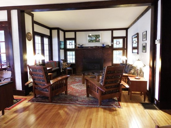 The Wilderness Inn Bed and Breakfast: Living room