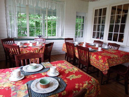 The Wilderness Inn Bed and Breakfast: Delicious breakfasts served here!!!