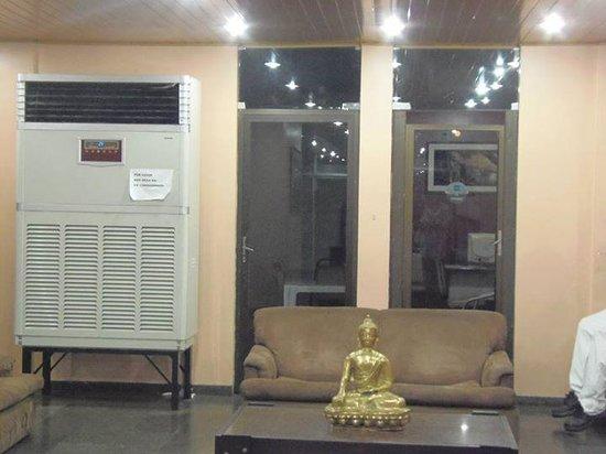 Plaza Hotel Manaus: a entreda do hotel tem esse ar condicionado enorme