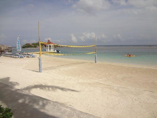 Sandals Royal Caribbean Resort and Private Island : Main Beach