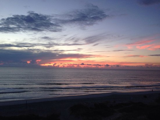 Courtyard by Marriott Jacksonville Beach Oceanfront: Sunrise- view from room