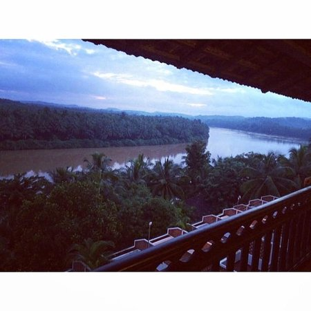The Raviz Resort & Spa, Kadavu: The view of the river from our room.