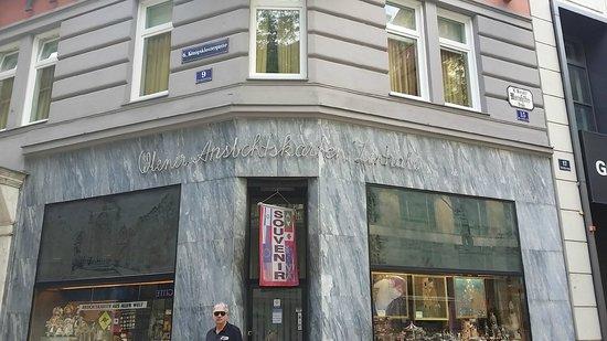 Hotel Das Tyrol: Corner of Mariahilfer Strasse with Das Tyrol