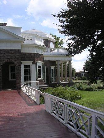 Monticello : Side view