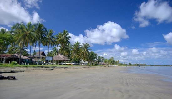 Travellers Beach Resort: Beachscape