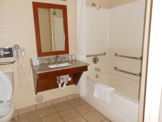 Santa Fe Comfort Inn: H/C Accessible Bathroom