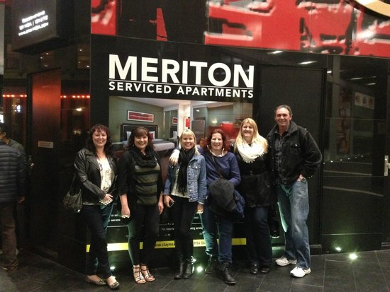 Meriton Serviced Apartments Campbell Street: Front of the Reception