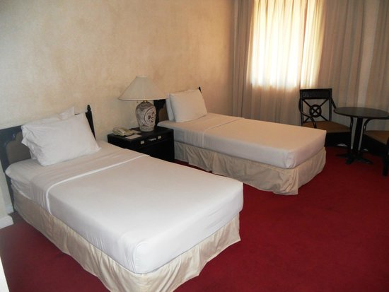 Apo View Hotel: Twin Room