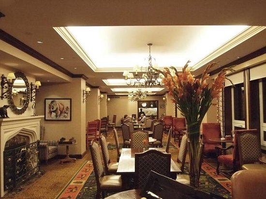 Gold Floor Lounge Picture Of Fairmont Chateau Lake Louise