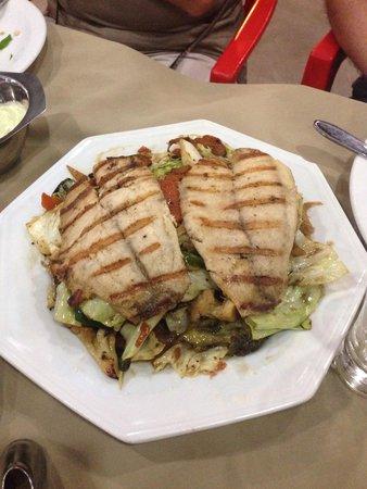 Lagoa da Prata: Tilápia grelhada com legumes cozidos!! Prato muito bom!! Os legumes bem crocantes, com shoyu e g