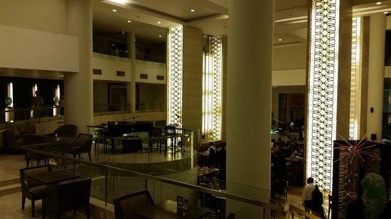 Hotel Santika Premiere Slipi: Recepção e restaurante