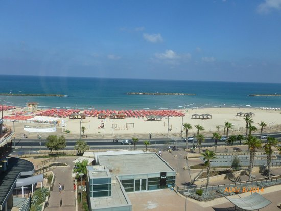 The Maxim Hotel : View of the beach from the Maxim's sun deck
