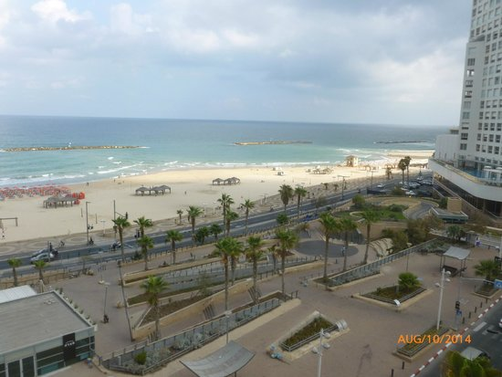 The Maxim Hotel: View of the beach from the Maxim's sun deck