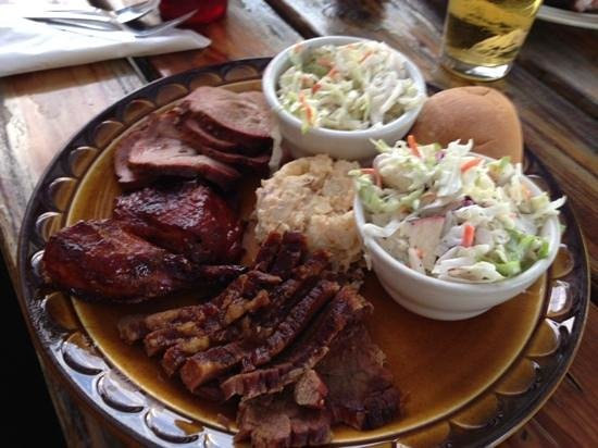 Famous Willies Barbecue: ranchers deluxe plate