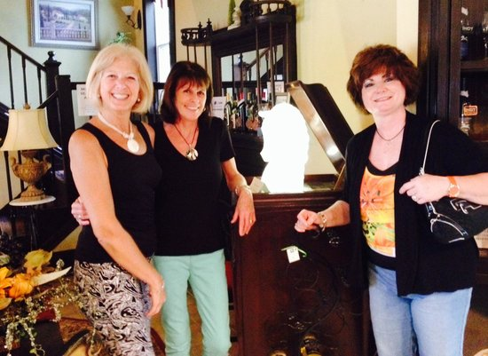 Whyte Horse Winery : Three Good Friends