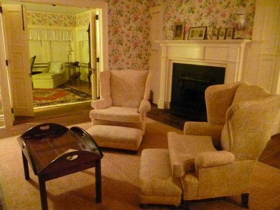 Greyfield Inn: sitting room for master suite