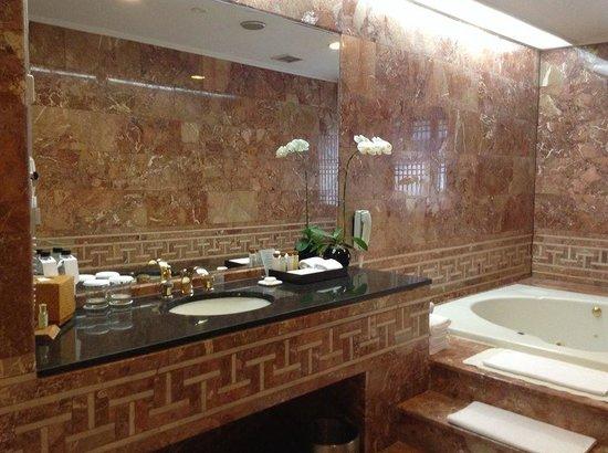 Grand InterContinental Seoul Parnas: ジャクジー付のバスルーム