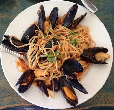 Little Venice: Pasta w/mussels = perfection