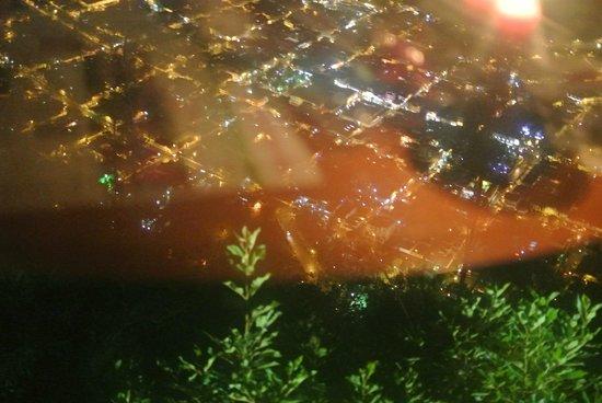 vista nocturna de Baños desde el Cafe del Cielo