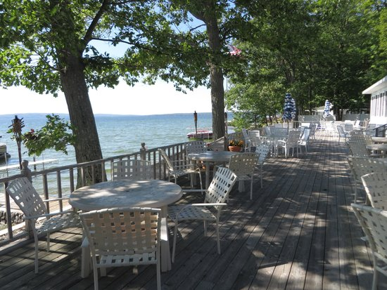 Churchill Pointe Inn: Outdoor Deck