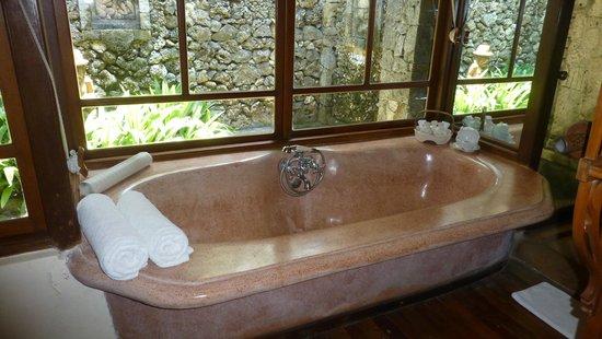 Tandjung Sari: salle de bain