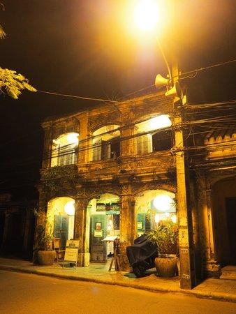 Moon Restaurant & Lounge: 外観