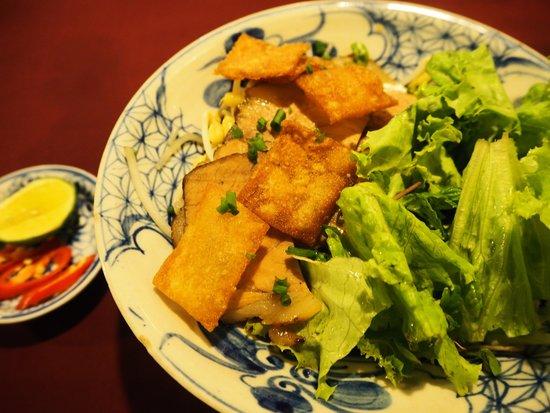 Moon Restaurant & Lounge: カオラウ