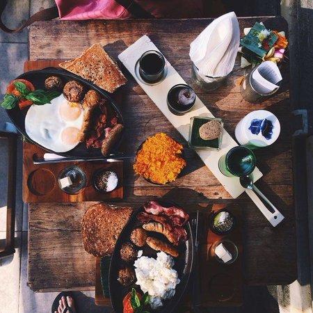 Seniman Coffee Studio: Favorite breakfast menu, Fat Trucker