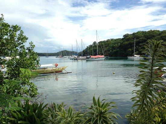Badladz Dive Resort: View into Muelle Bay outside of Badladz