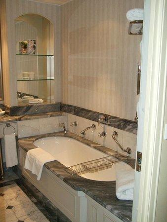 Hotel Kamp: バスルーム