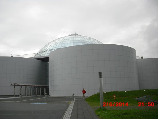 Reykjavik Excursions : This is the Pearl, on top of old hot water tanks,with exhibition, restaurants, souvenier shops.