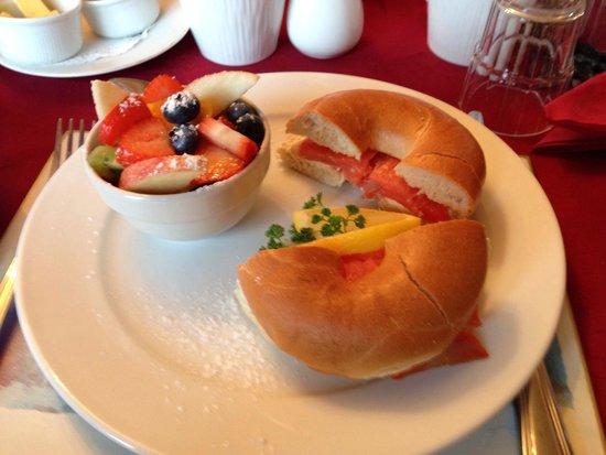 Maggie O's Bed & Breakfast : Breakfast.