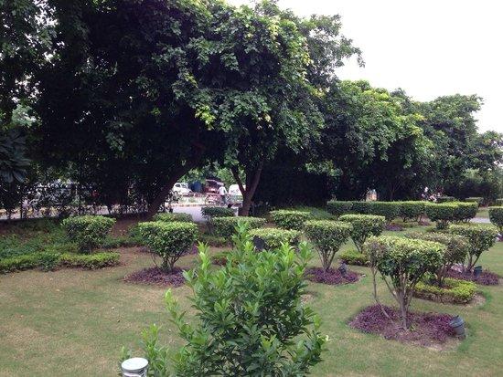 Lemon Tree Premier 1, Gurugram: Hotel Garden