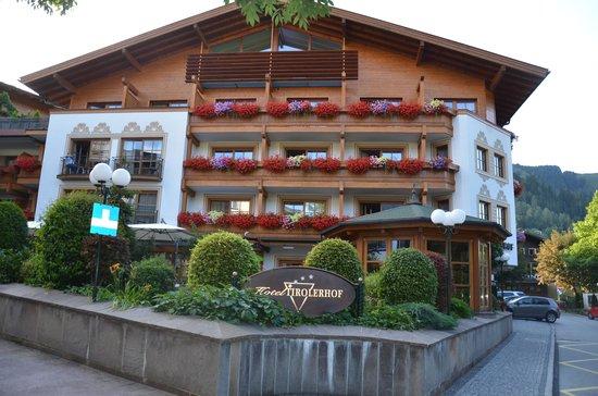 Hotel Tirolerhof: Main entrance