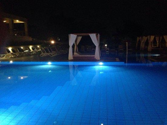 Luna Island Hotel: Piscina