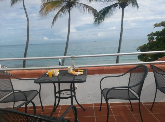 Tres Palmas Inn: Perfect place for breakfast.