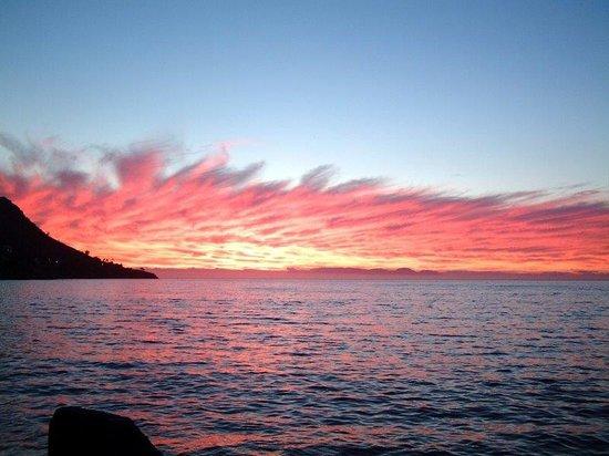 Ben's on the Beach: Sunset over Strand