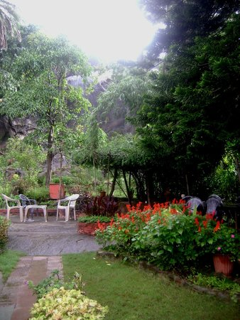Kashiva Lake Residency: Garden