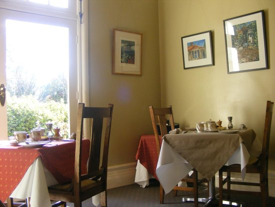 Broomelea Bed & Breakfast: Breakfast Room