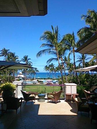 Fairmont Orchid, Hawaii: エントランスを通り抜けると