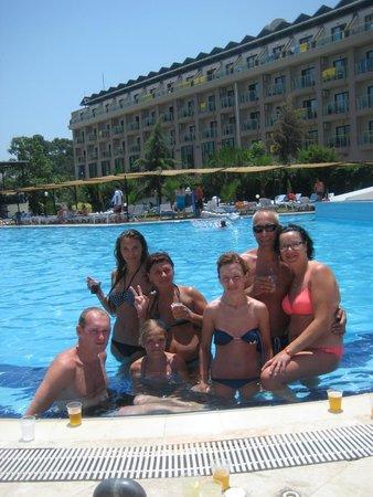 Belvista Hotel: Нашли новых друзей)