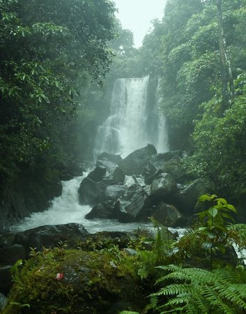 Surigao del Norte Province, Filippinene: Lumondo Waterfalls