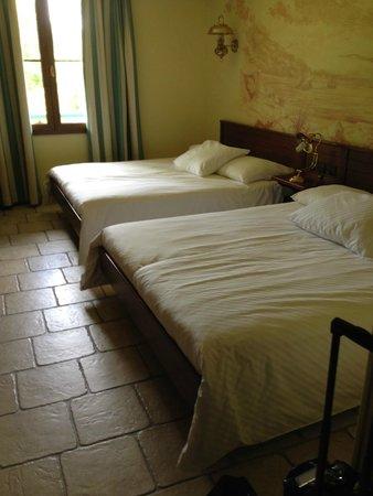 Hotel des Pirates : 2 lits très spacieux et confortable