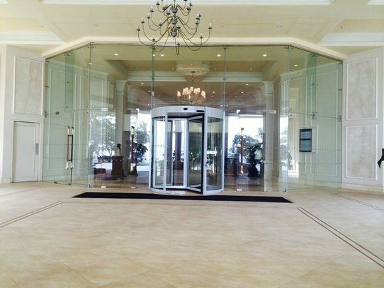 Taj Samudra Colombo: Entrance of the Hotel