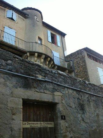 La demeure du Chateau: vue des chambres de la ruelle en contrebas